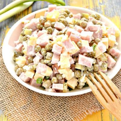 Быстрый салат с ветчиной и сыром - рецепт с фото