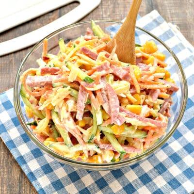 Салат с колбасой, морковкой по-корейски и свежим огурцом - рецепт с фото