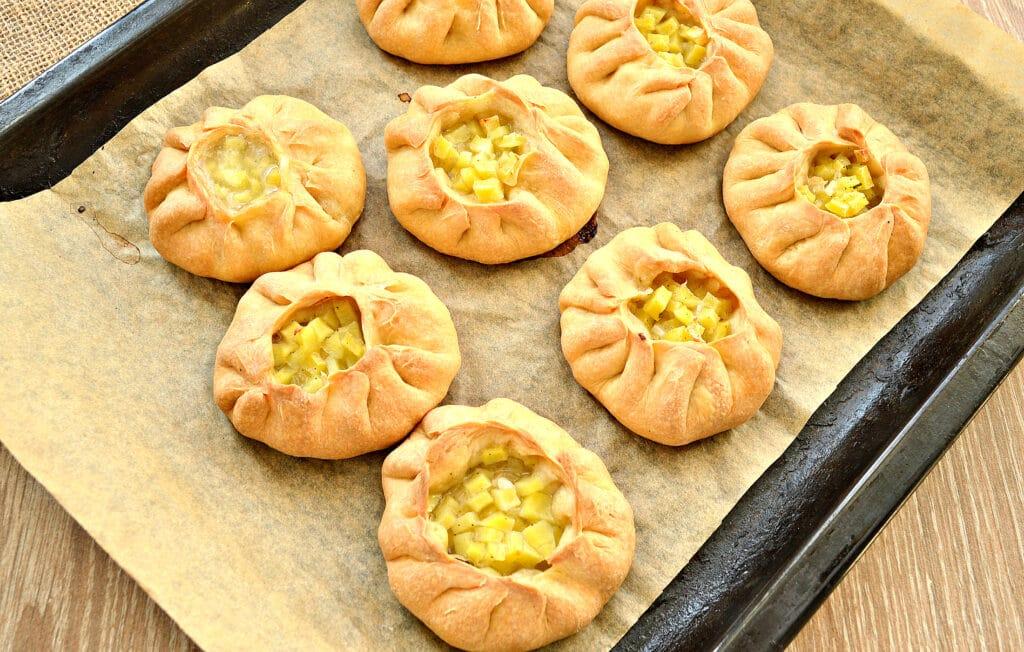 Фото рецепта - Вак-беляши с картошкой - шаг 8