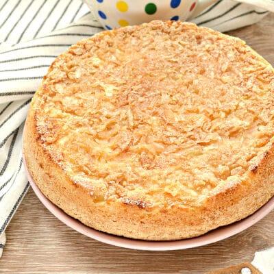 Быстрый заливной пирог с тертыми яблоками - рецепт с фото