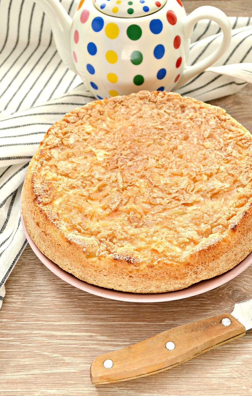 Быстрый заливной пирог с тертыми яблоками