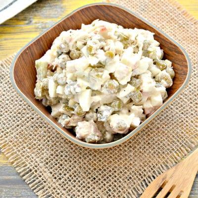 Салат с крабовыми палочками, курицей и огурцами - рецепт с фото
