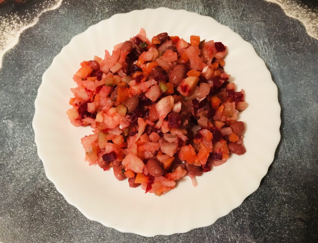 Фото рецепта - Винегрет с квашеной капустой и красной фасолью - шаг 5