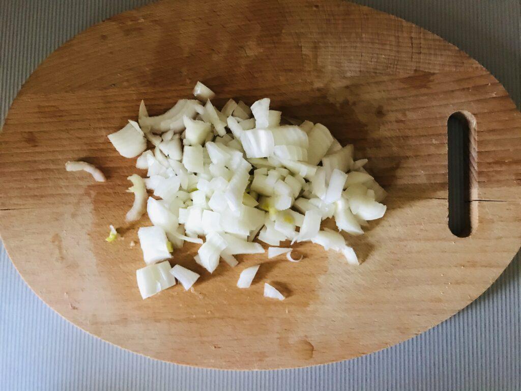 Фото рецепта - Жареная картошечка с луком - шаг 2