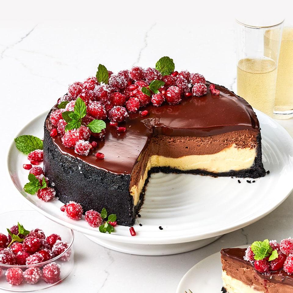 Слоеный шоколадный чизкейк с глазурью из ганаша
