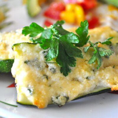 Запеченные кабачки с чесноком и сыром - рецепт с фото