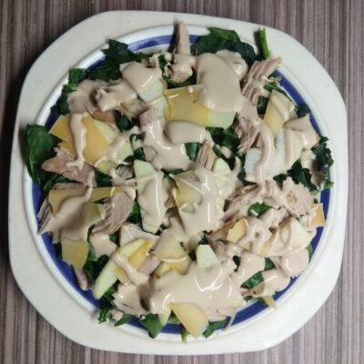 Салат со шпинатом, бужениной и яблоком - рецепт с фото
