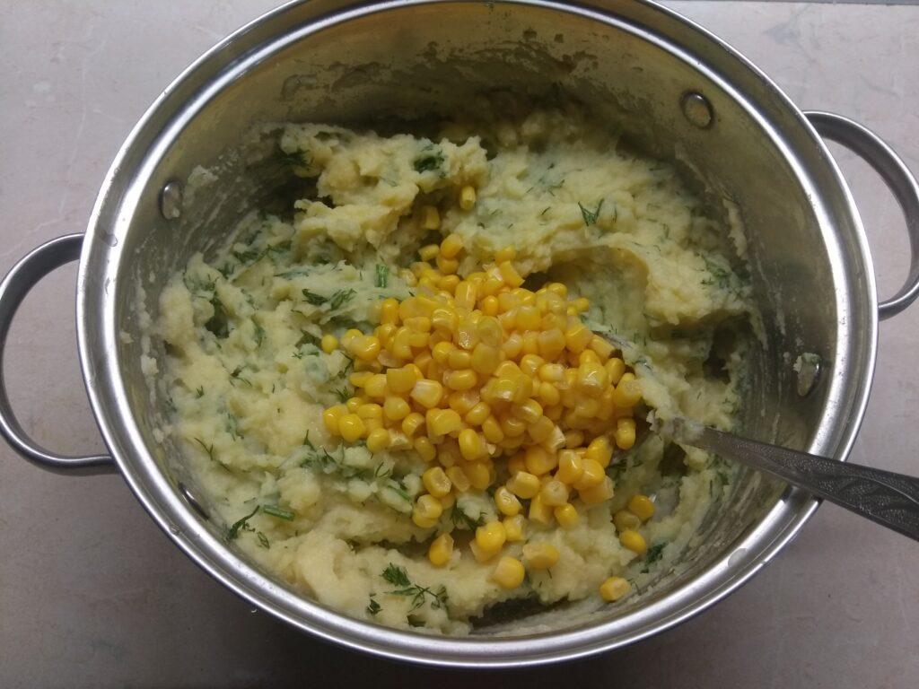 Фото рецепта - Картофельный террин с кукурузой, укропом и морковью - шаг 4