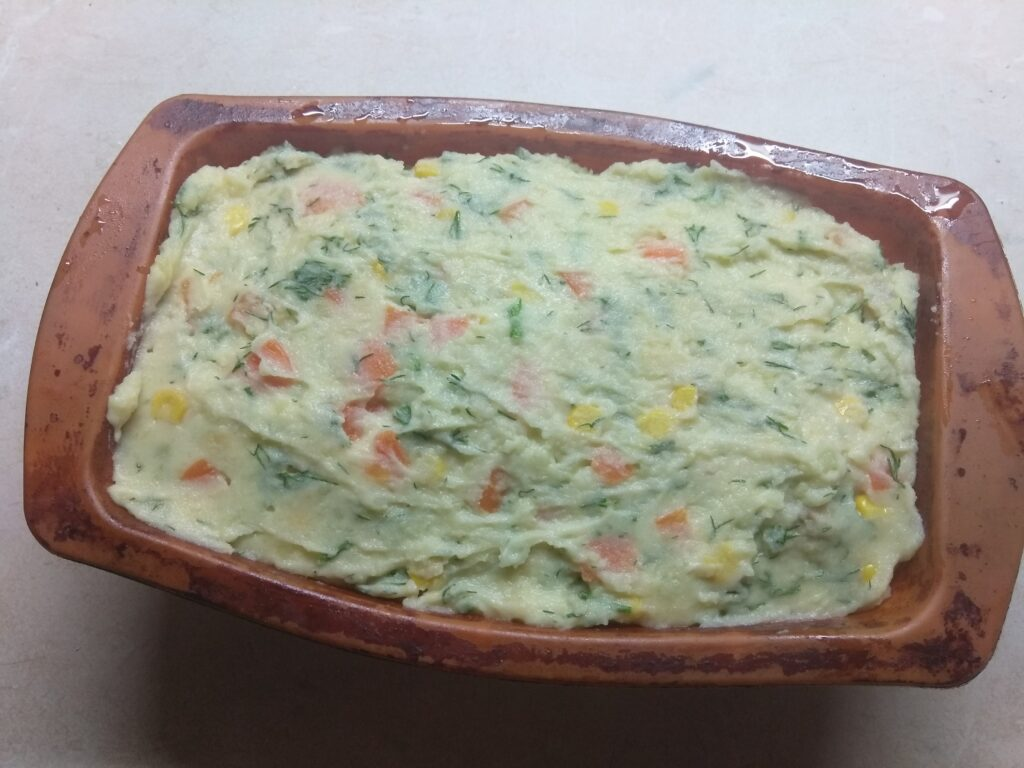 Фото рецепта - Картофельный террин с кукурузой, укропом и морковью - шаг 6