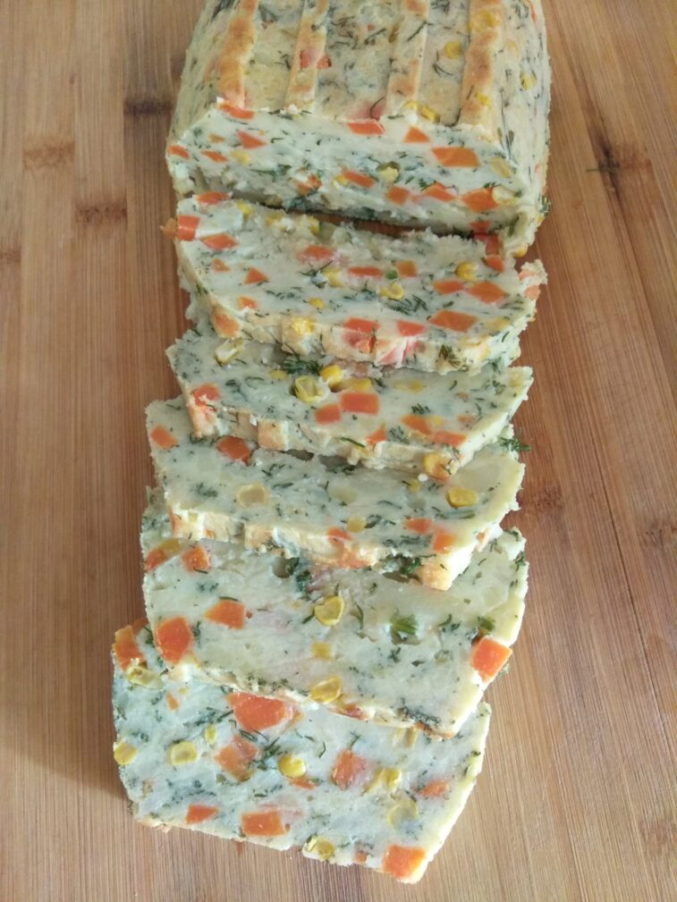 Фото рецепта - Картофельный террин с кукурузой, укропом и морковью - шаг 7