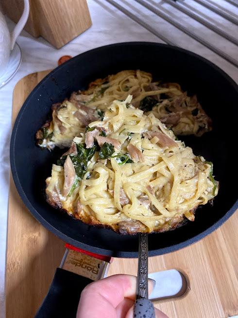 Фото рецепта - Запеканка из индейки с пастой и шпинатом - шаг 11
