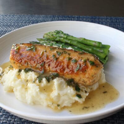 Сосиски из рыбы и креветок под соусом - рецепт с фото