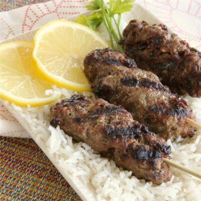 Люля-кебаб из говядины с изюмом - рецепт с фото