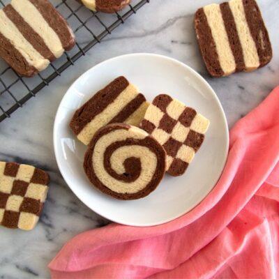 Двухцветное печенье из песочного теста - рецепт с фото