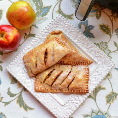 Яблочные пироги во фритюрнице - рецепт с фото