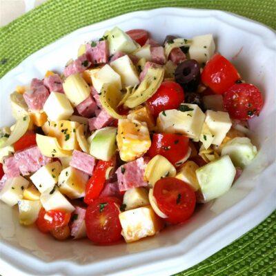 Салат из помидоров и сыра - рецепт с фото