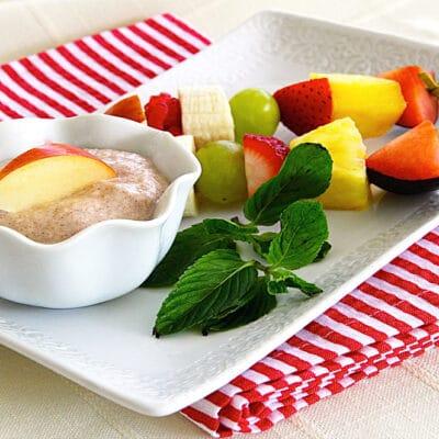 Фруктовые шпажки с яблочным соусом - рецепт с фото
