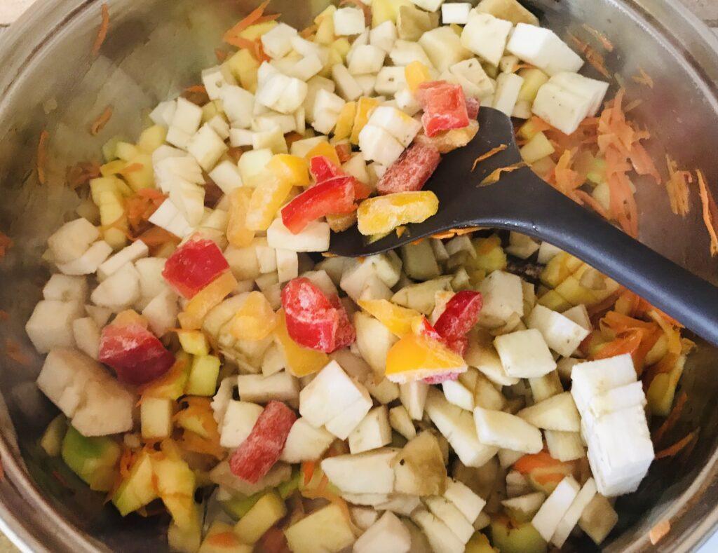 Фото рецепта - Тушёные овощи на сковороде - шаг 4