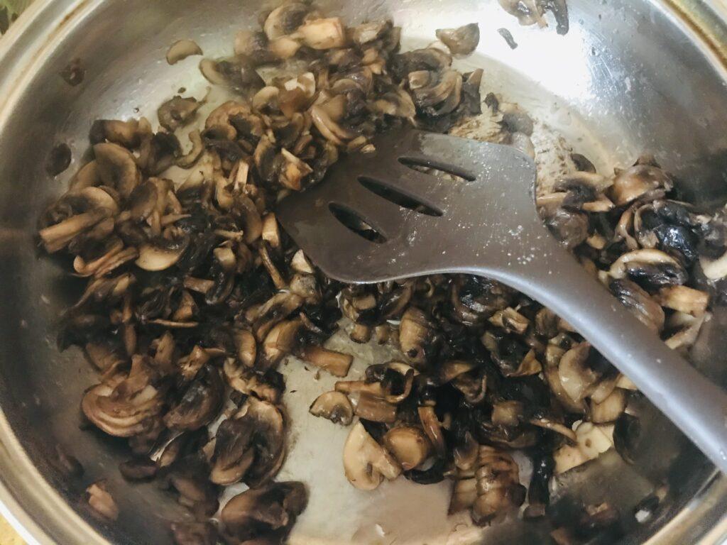 Фото рецепта - Постная пицца с грибами и овощами - шаг 4