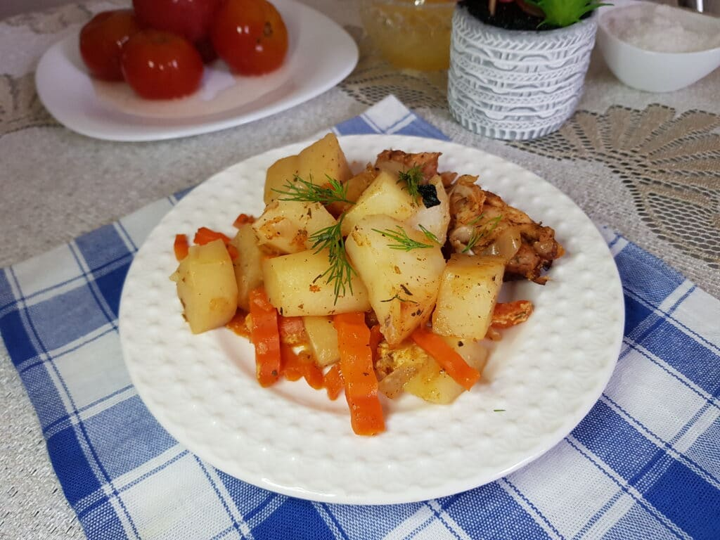 Фото рецепта - Куриное мясо с овощами в рукаве - шаг 7