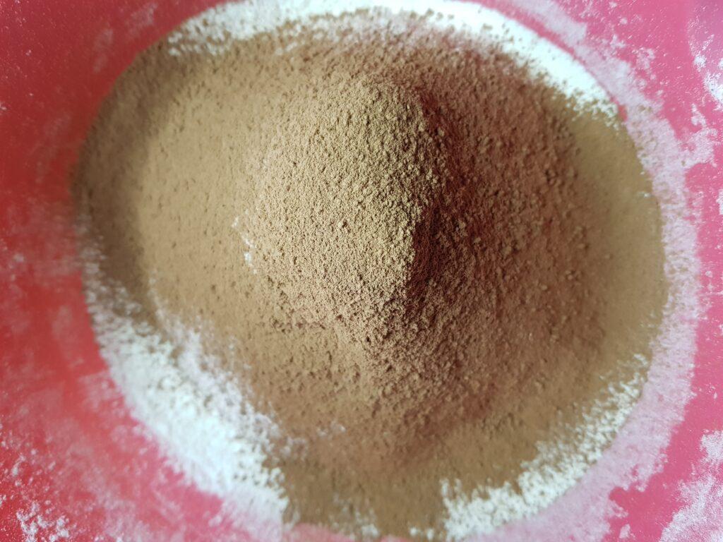 Фото рецепта - Шоколадный пирог с сахарной пудрой - шаг 1