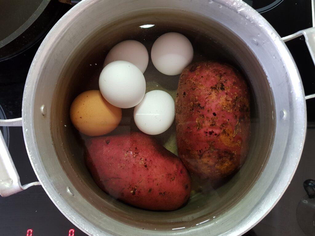 Фото рецепта - Окрошка овощная на молочной сыворотке - шаг 1