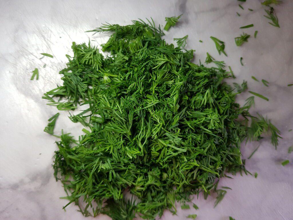 Фото рецепта - Окрошка овощная на молочной сыворотке - шаг 7