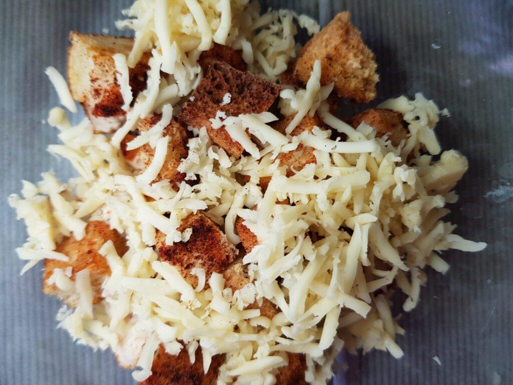 Фото рецепта - Салат Баварский с курицей и помидорами - шаг 3