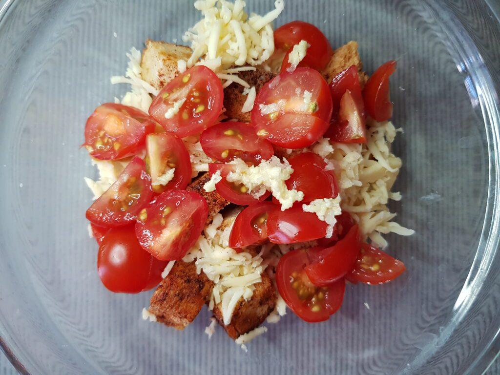 Фото рецепта - Салат Баварский с курицей и помидорами - шаг 4