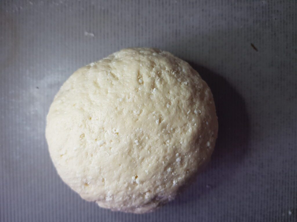 Фото рецепта - Рогалики из творожного теста с сахарной пудрой - шаг 4
