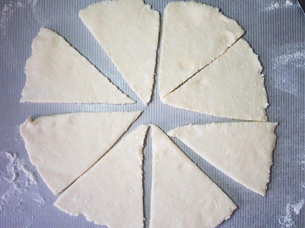 Фото рецепта - Рогалики из творожного теста с сахарной пудрой - шаг 5