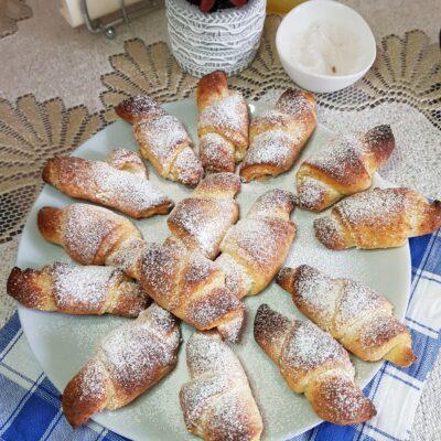 Рогалики из творожного теста с сахарной пудрой - рецепт с фото