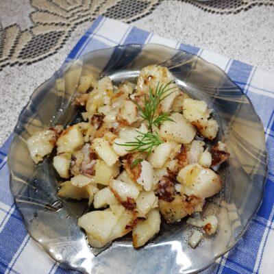 Жареный картофель с луком - рецепт с фото