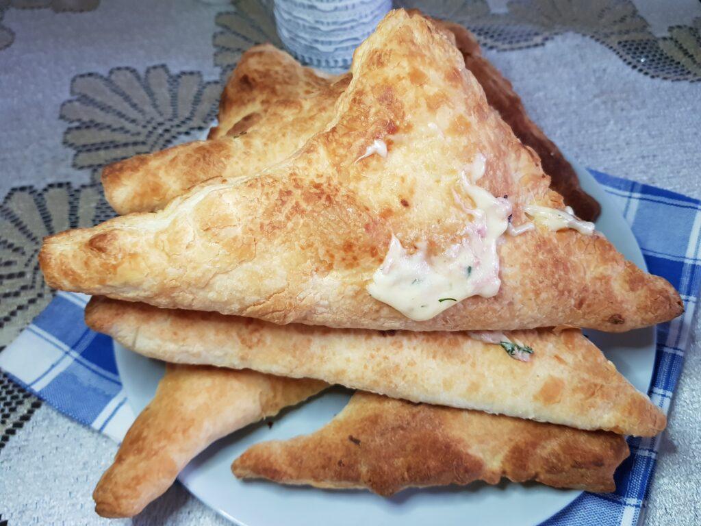 Фото рецепта - Треугольники с сыром и колбасой - шаг 5