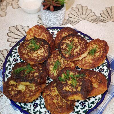 Картофельно-хлебные котлеты с зеленью - рецепт с фото