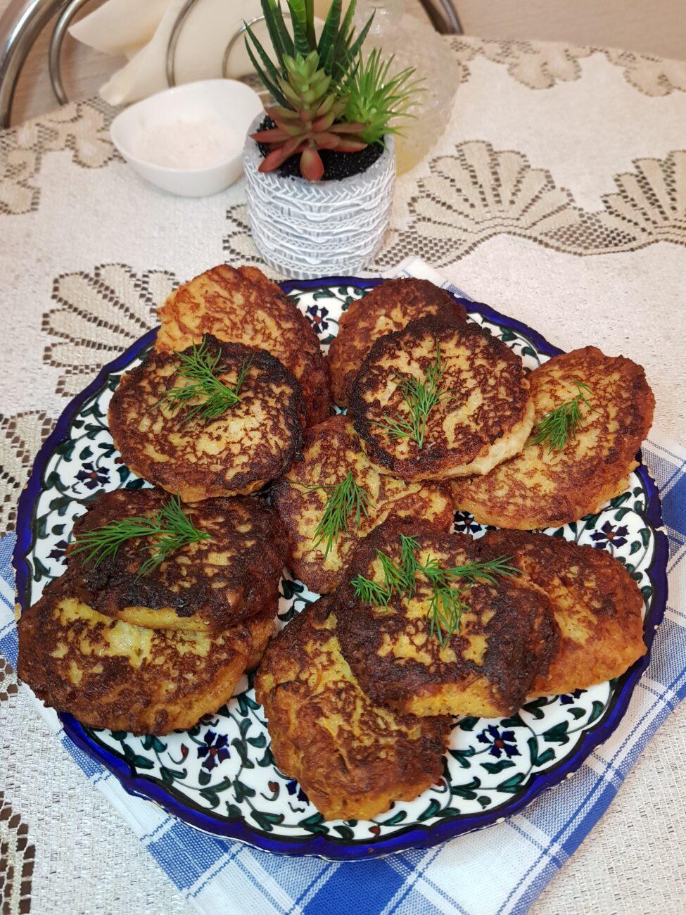 Картофельно-хлебные котлеты с зеленью