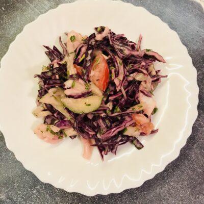 Вкусный салат из краснокочанной капусты и овощей - рецепт с фото