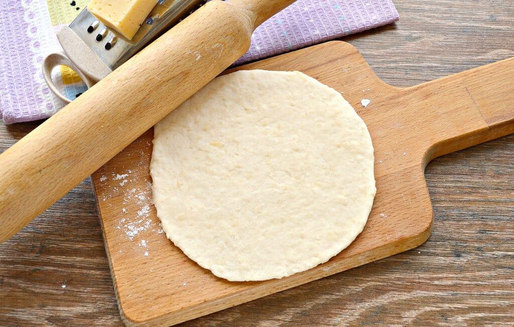 Фото рецепта - Лепешки на кефире с сыром на сковороде - шаг 3