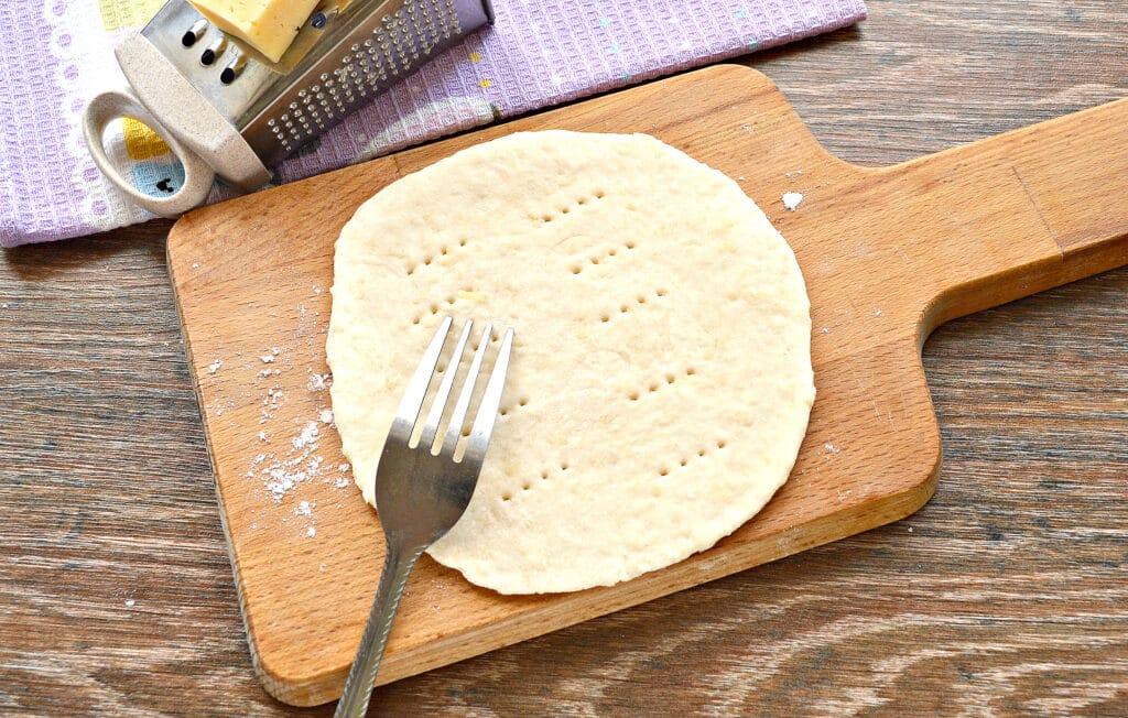 Фото рецепта - Лепешки на кефире с сыром на сковороде - шаг 4