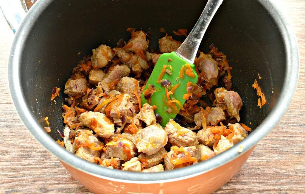 Фото рецепта - Мясная подлива с морковью и луком в мультиварке - шаг 4