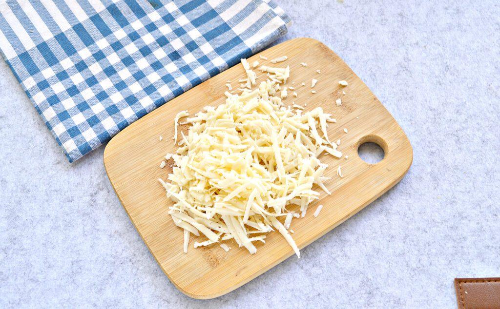 Фото рецепта - Салат с пекинской капустой, фасолью и крабовыми палочками - шаг 4