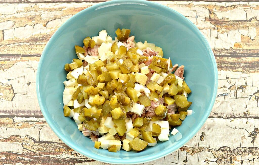 Фото рецепта - Картофельный салат со свининой и огурцами - шаг 4