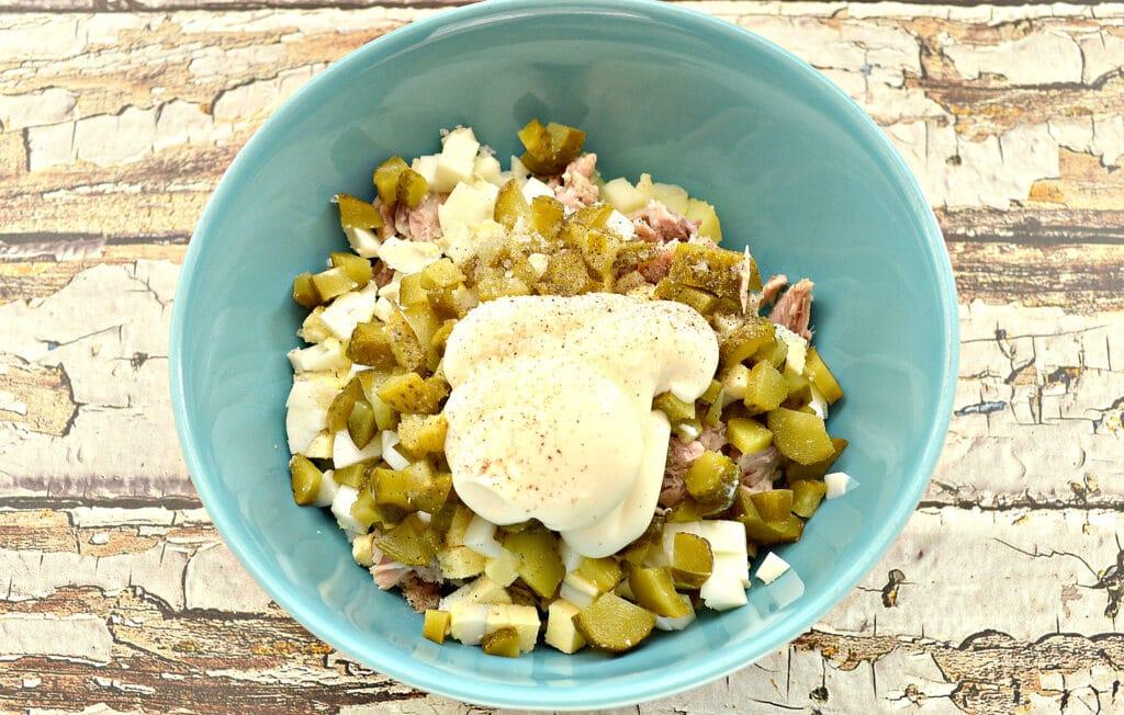 Фото рецепта - Картофельный салат со свининой и огурцами - шаг 5