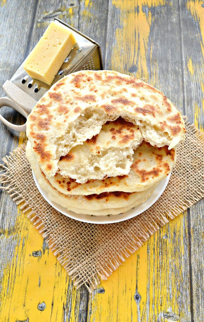 Лепешки на кефире с сыром на сковороде