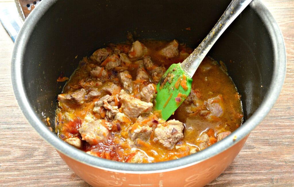 Фото рецепта - Мясная подлива с морковью и луком в мультиварке - шаг 6