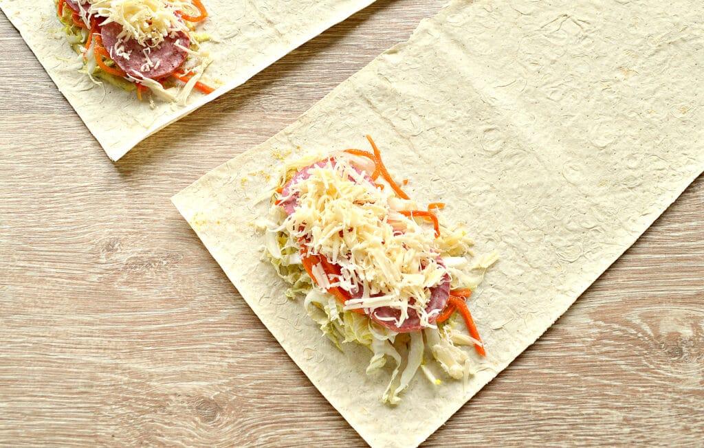 Фото рецепта - Закуска из лаваша с морковкой по-корейски, колбасой и сыром - шаг 5