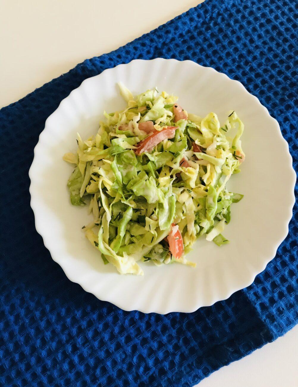 Лёгкий салат из молодой капусты и овощей