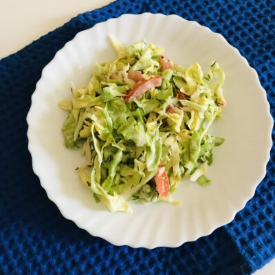 Лёгкий салат из молодой капусты и овощей - рецепт с фото