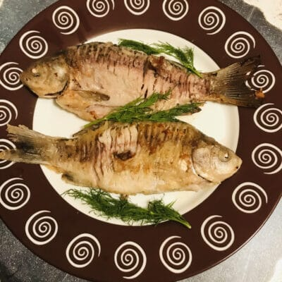 Сочные жаренные караси, маринованные в майонезе - рецепт с фото