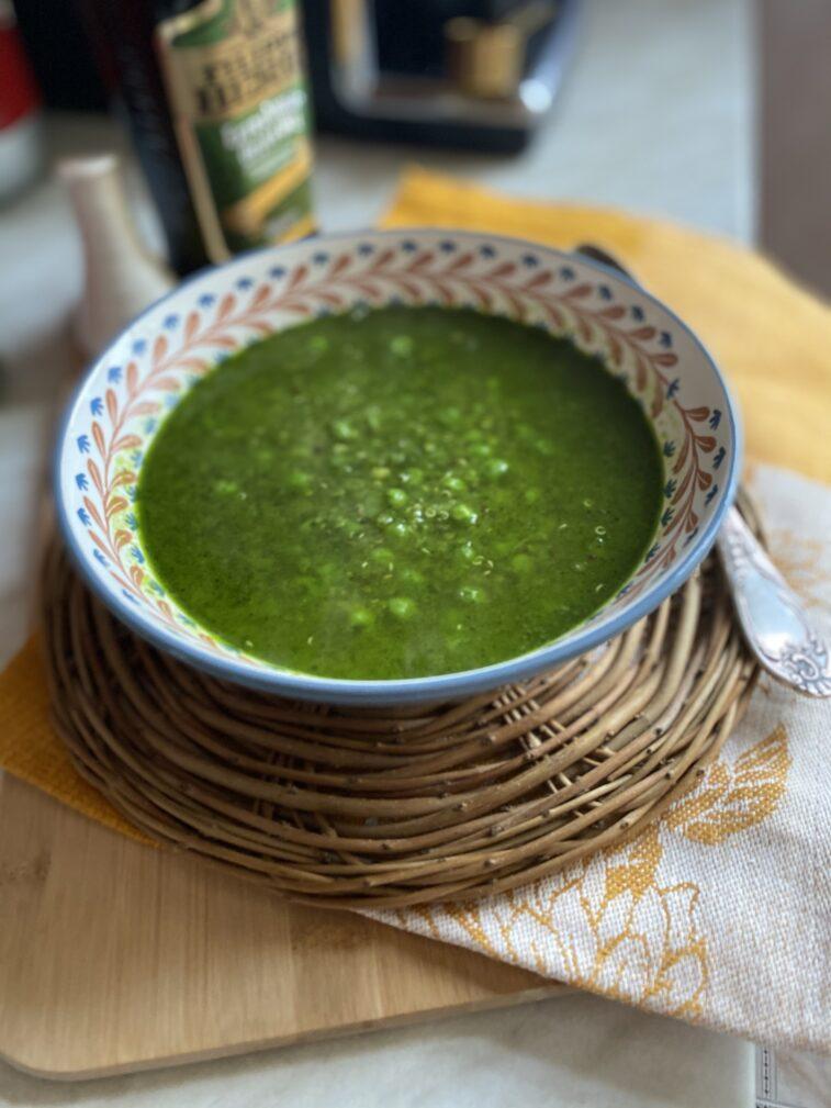 Фото рецепта - Гороховый суп по-перуански с кинзой и киноа - шаг 9